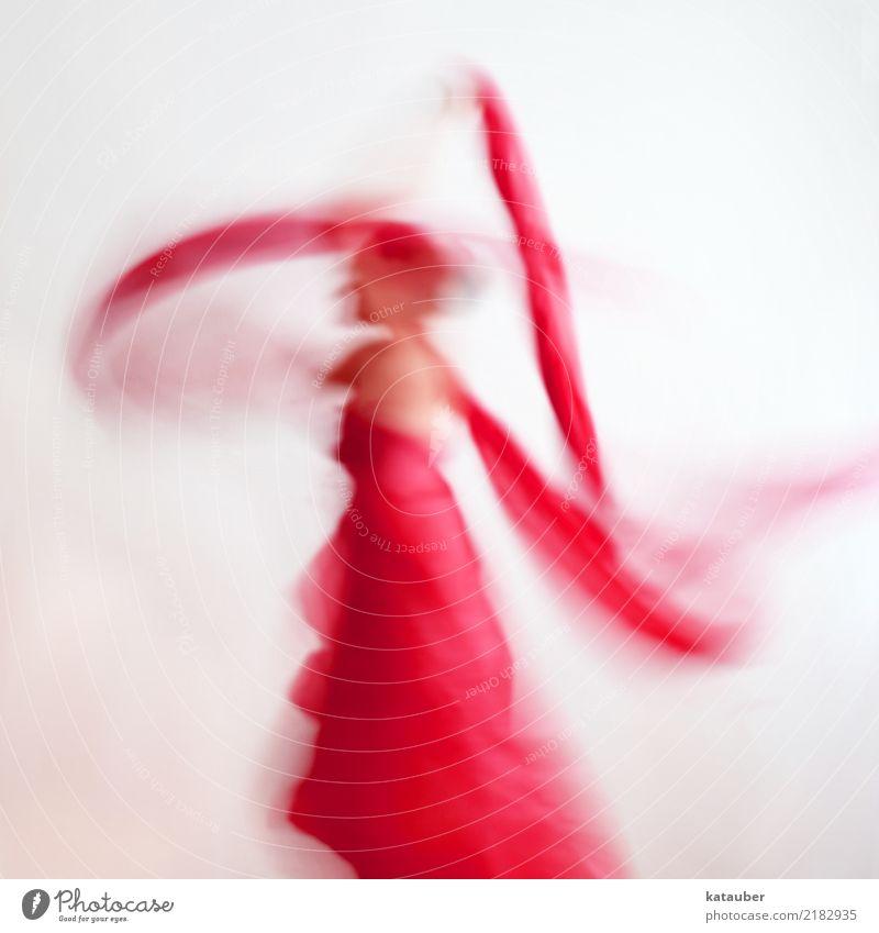 Bänder in Bewegung Tanzen feminin Frau Erwachsene Körper 1 Mensch 30-45 Jahre Kunst Kleid Stoff drehen fliegen zeichnen träumen ästhetisch außergewöhnlich