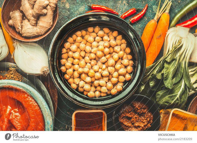 Kichererbsen mit vegetarische Kochzutaten. Gesunde Ernährung Foodfotografie Essen Leben Stil Lebensmittel Design Glas Tisch Kräuter & Gewürze Küche Gemüse