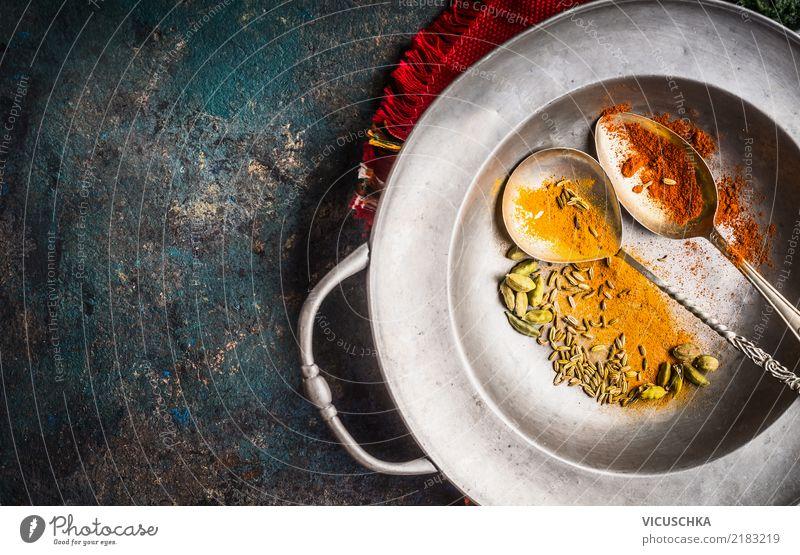 Bunte Gewürze mit Löffeln in vintager Schüssel rot gelb Hintergrundbild Stil Lebensmittel Design Ernährung Kräuter & Gewürze Küche Scharfer Geschmack Restaurant