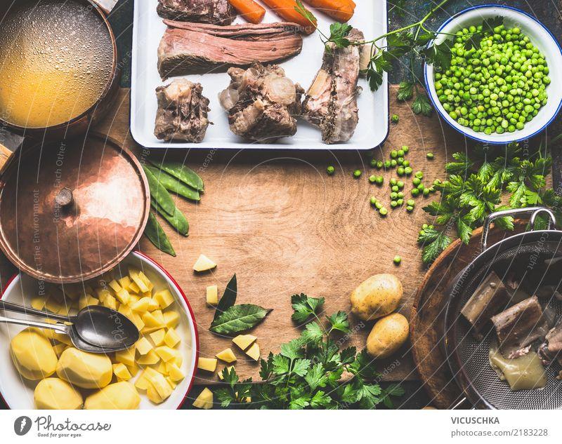 Kartoffelsuppe mit grünen Erbsen und Fleisch Lebensmittel Gemüse Suppe Eintopf Kräuter & Gewürze Ernährung Mittagessen Abendessen Slowfood Geschirr