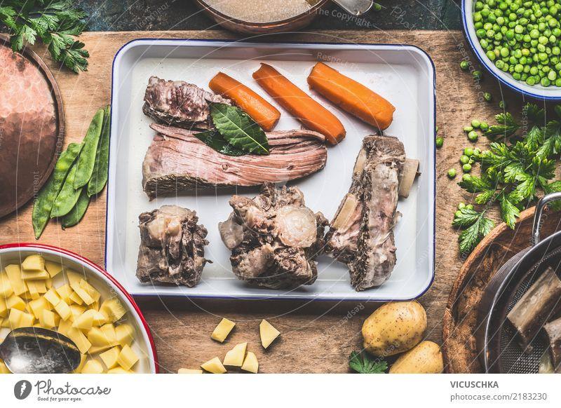 Suppe Zubereitung mit gekochtem Fleisch Foodfotografie Essen Stil Lebensmittel Design Häusliches Leben Ernährung Tisch kochen & garen Kräuter & Gewürze Küche
