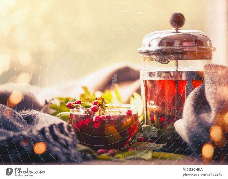Herbst und Tee am Fenster Lebensmittel Getränk Heißgetränk Geschirr Tasse Lifestyle Stil Design Gesundheit Alternativmedizin Sommer Natur Schal retro gelb