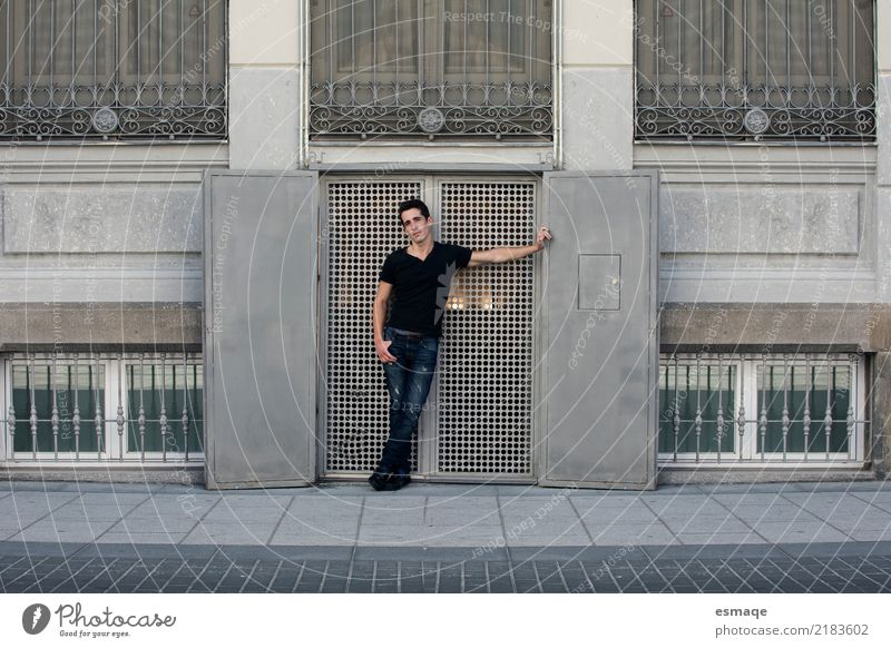 Street Porträt Mann Lifestyle Reichtum elegant Stil Design Freude Nachtleben Veranstaltung maskulin Junger Mann Jugendliche 18-30 Jahre Erwachsene Mauer Wand