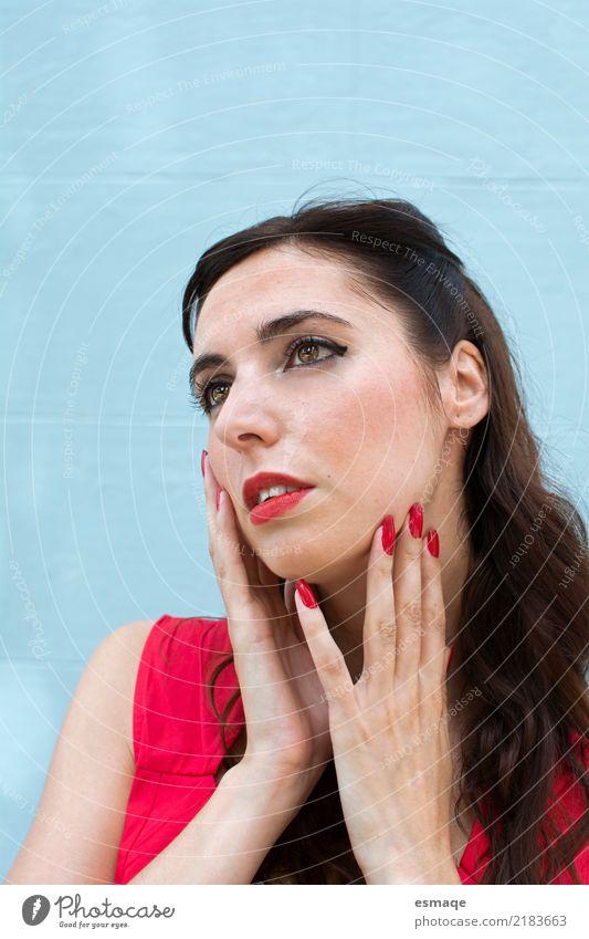 Porträt Frau blau schön Erotik Lifestyle Stil Gesundheitswesen elegant authentisch einzigartig geheimnisvoll Gelassenheit Reichtum Nostalgie Valentinstag