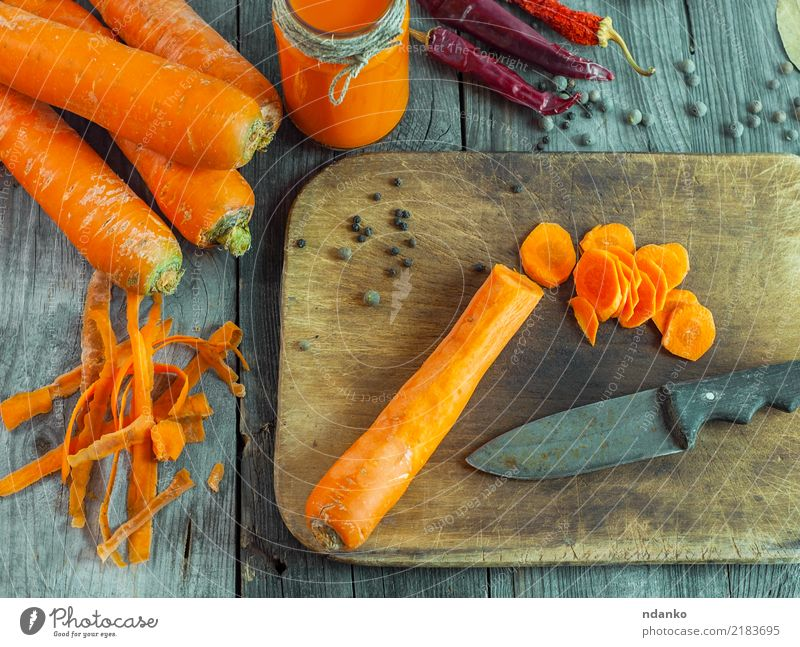 geschälte frische Karotten Natur natürlich Holz Ernährung Tisch Gemüse Ernte Anhäufung Vegetarische Ernährung Diät Top Vitamin Salatbeilage Dose Möhre