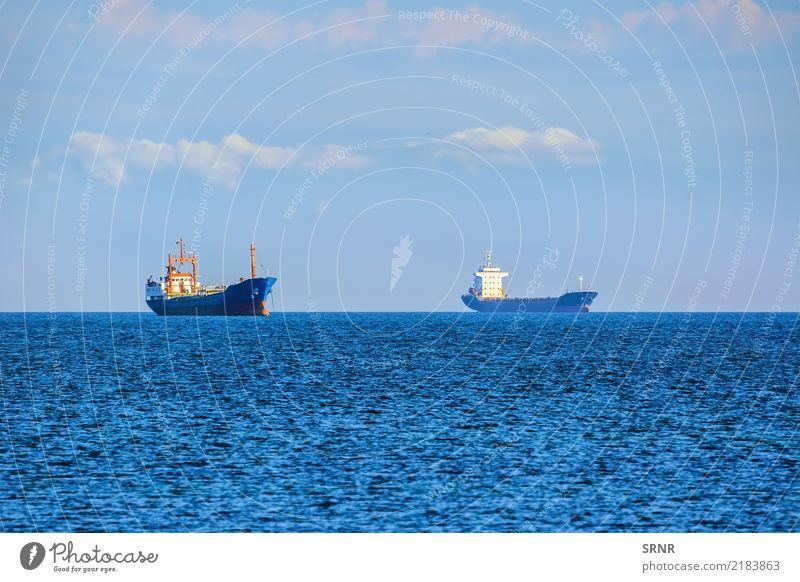 Frachtschiffe auf Roadstead Meer Segeln Natur Horizont Verkehr Wasserfahrzeug maritim Aquatorium Massengutfrachter Bulker Trockenfrachtschiff Frachter Stückgut