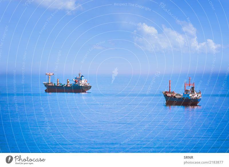 Frachtschiffe im Meer Segeln Natur Wasser Horizont Verkehr Wasserfahrzeug maritim Anchorage Massengutfrachter Bulker Reede ausliegen aquatisch Aquatorium