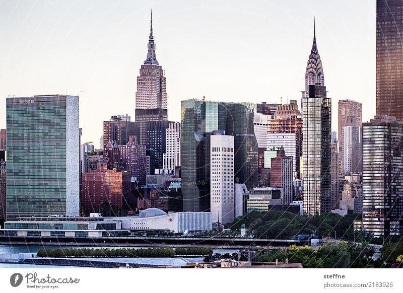 von Queens 11 New York City USA Manhattan Hochhaus Skyline Sommer Stadtleben Gegenlicht Chrysler Building Empire State Building Vereinte Nationen