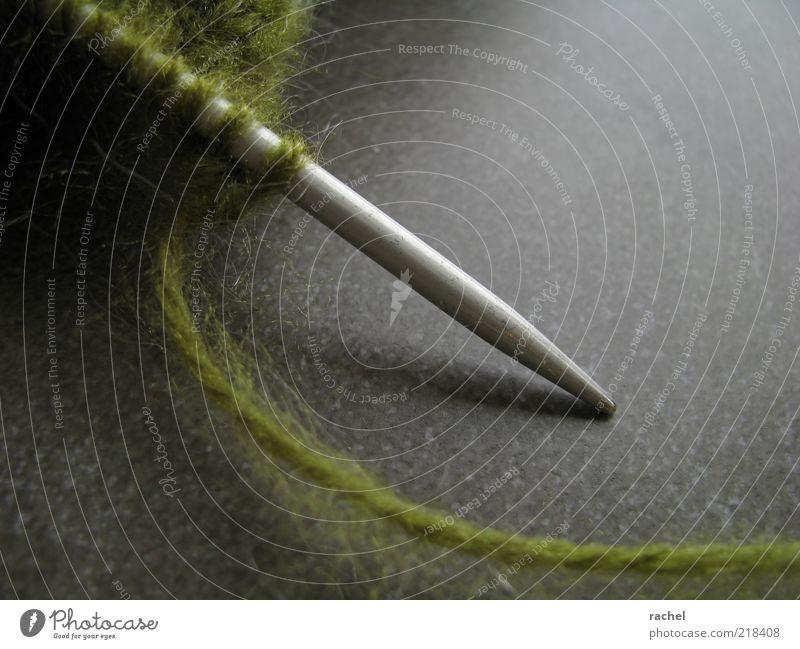 Geduldsspiel... Freizeit & Hobby Handarbeit stricken Wolle Kurzwaren Stricknadel Schlaufe Strickgarn oliv weich fusselig Zeitvertreib kuschlig Nähgarn gestrickt