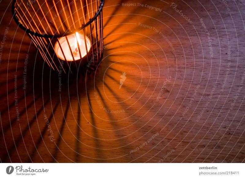 Kerze Stil Häusliches Leben Feste & Feiern Trauerfeier Beerdigung hell Sicherheit Schutz Geborgenheit Kerzenschein Kerzenflamme Gitter Kerzenständer