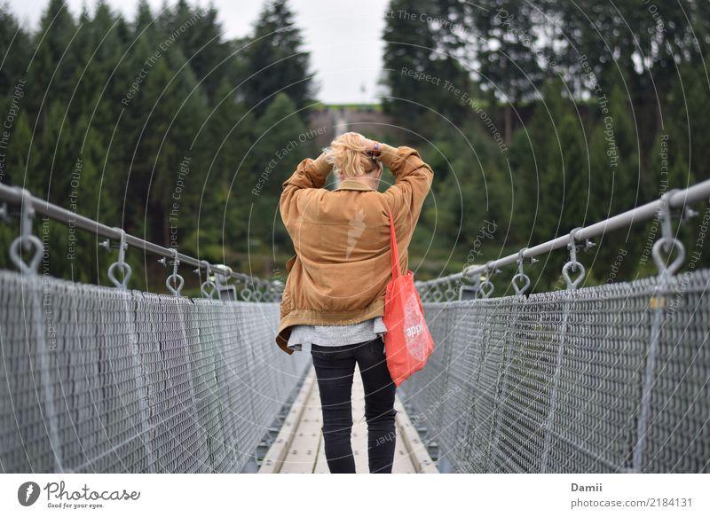 Brückentag mit H. Haare & Frisuren Junge Frau Jugendliche Baum Wald Jacke Tasche Jutebeutel Zopf Stahl gehen genießen machen Haarpflege Sonntag Stahlbrücke