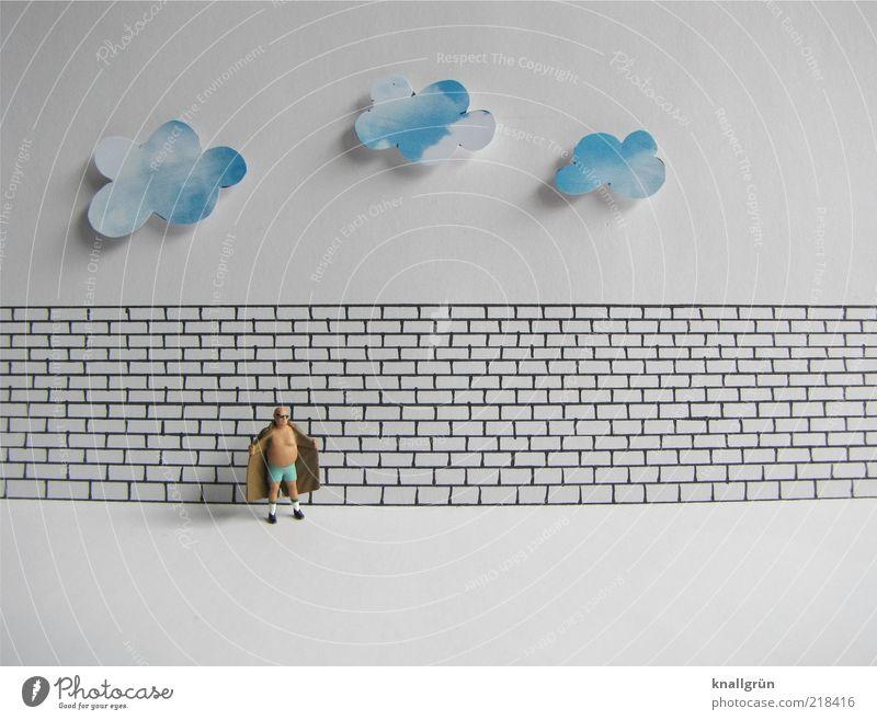 Exhibitionist Mensch maskulin Mann Erwachsene 1 Wolken Mauer Wand Blick stehen warten blau braun schwarz weiß skurril Exhibitionismus Trenchcoat Farbfoto