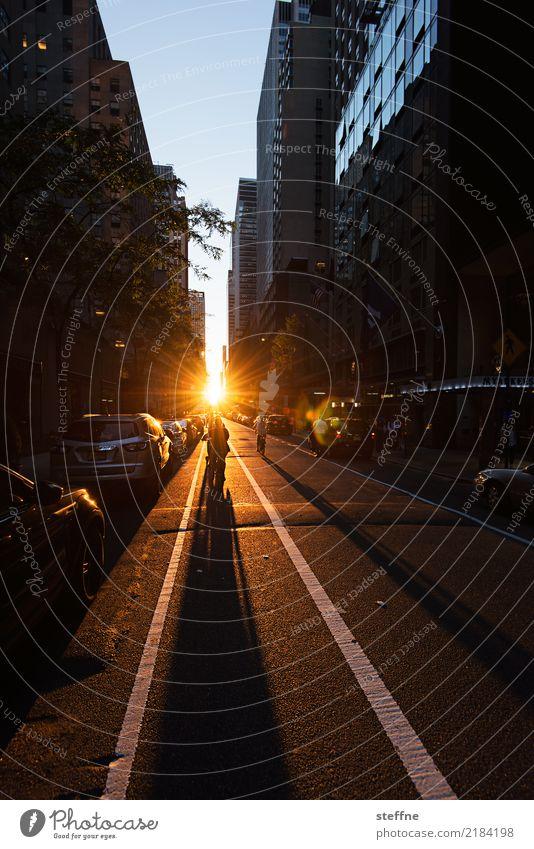 abends Sonnenaufgang Sonnenuntergang Sonnenlicht Stadt Hochhaus Lebensfreude Hoffnung Manhattan New York City Farbfoto Textfreiraum oben Textfreiraum unten