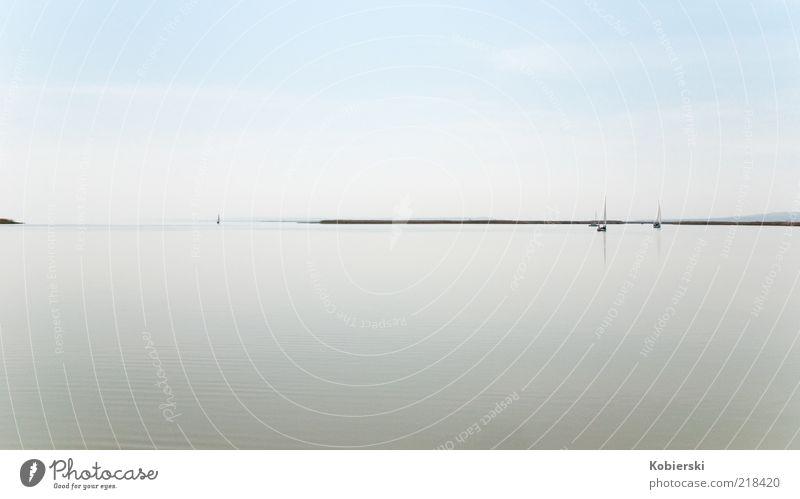 Neusiedler See Himmel blau Wasser ruhig Ferne Erholung Freiheit grau träumen Wasserfahrzeug Zufriedenheit außergewöhnlich einzigartig beobachten Unendlichkeit