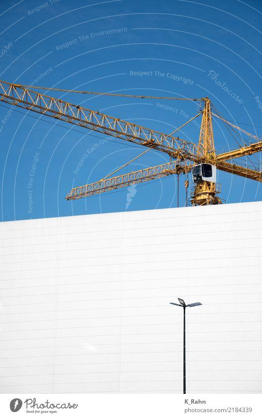 Baustelle blau Stadt weiß Haus Architektur gelb Wand Bewegung Gebäude Mauer Fassade Arbeit & Erwerbstätigkeit Metall Hochhaus Kraft groß