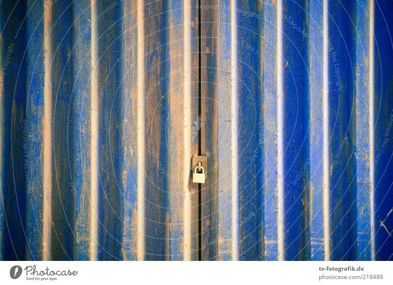 Heaven - Out of order blau gelb Farbstoff Linie Metall Tür geschlossen Sicherheit Tor Stahl Rost Schloss Eisen Garage schließen Spalte