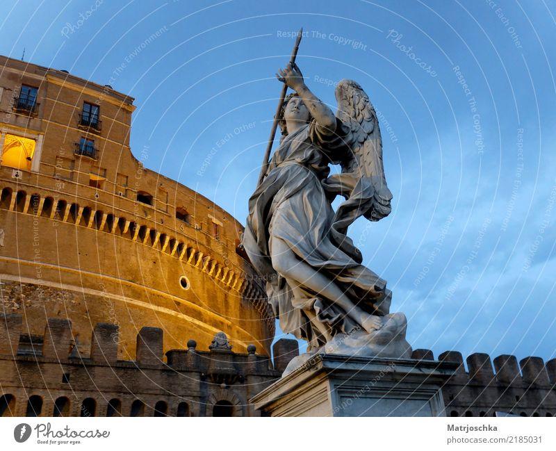 Engel mit Lanze vor der Engelsburg Bernini Tiber Rom Italien Europa Stadt Hauptstadt Stadtzentrum Burg oder Schloss Brücke Architektur Mauer Wand