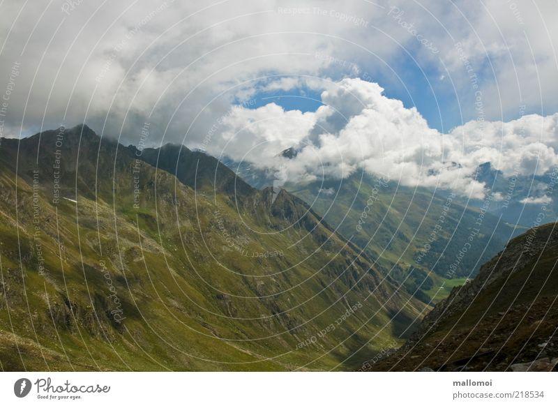 aussichtsreich Natur grün blau Sommer Ferien & Urlaub & Reisen Wolken Ferne Berge u. Gebirge Landschaft Umwelt Tourismus natürlich wild Urelemente Alpen Reisefotografie