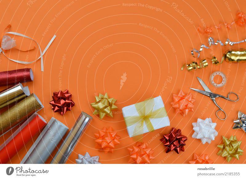 bereit zum Einpacken weiß Freude Glück Party Feste & Feiern orange Freundschaft Dekoration & Verzierung gold Geburtstag Geschenk kaufen Papier Überraschung