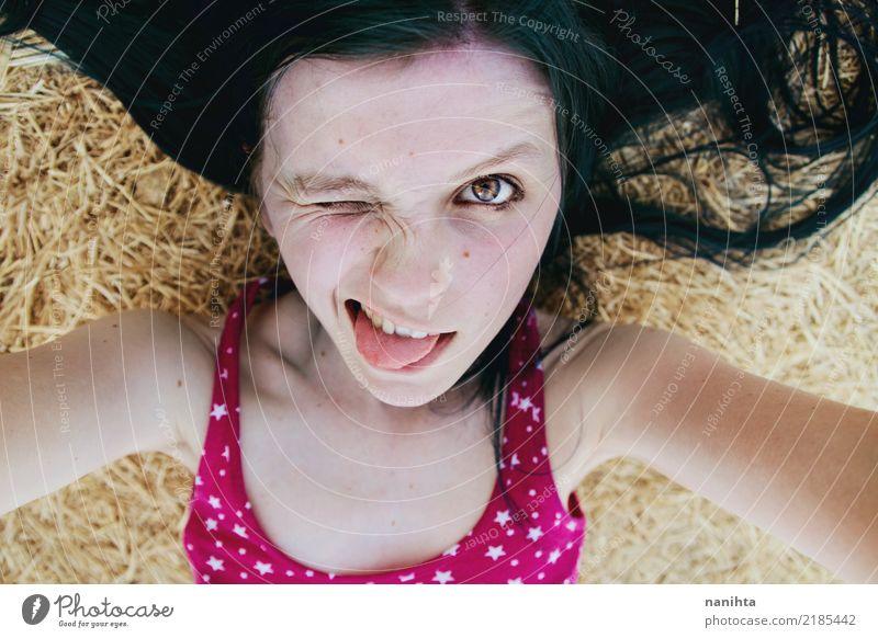Verrücktes Selbstbildnis einer jungen Frau Mensch Jugendliche Junge Frau Sommer schön Freude 18-30 Jahre schwarz Gesicht Erwachsene gelb Lifestyle lustig