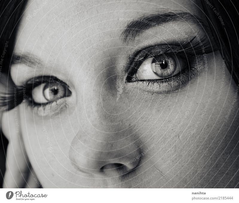 Nahaufnahme der schönen Augen einer jungen Frau elegant Stil Haut Gesicht Schminke Wimperntusche Mensch feminin Junge Frau Jugendliche Nase 1 18-30 Jahre