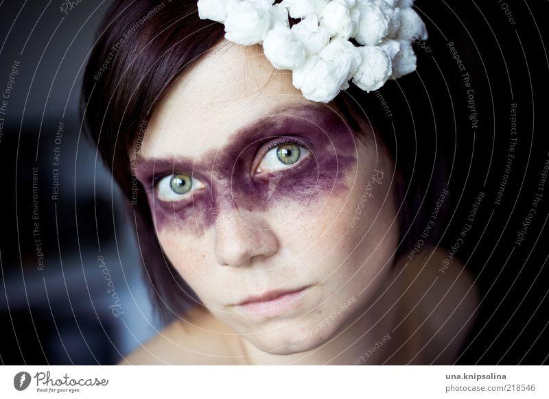 there is nothing i can do Kosmetik Schminke feminin Junge Frau Jugendliche Erwachsene 1 Mensch 18-30 Jahre Accessoire brünett violett verkleiden Gesicht Kopf