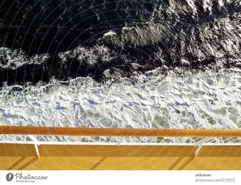 Blick nach unten Natur Wasser Meer gelb Wasserfahrzeug hell Wellen Umwelt nass natürlich Schifffahrt Ostsee Geländer Schaum Fähre Schiffsdeck
