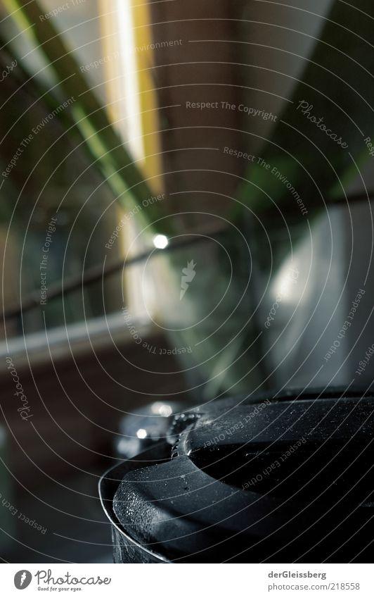 Es kocht. es dampft. Es ist. schwarz grau Stillleben Anschnitt Bildausschnitt Verschlussdeckel Elektrisches Küchengerät Alltagsfotografie