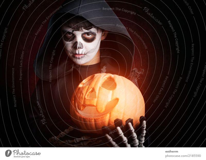 Junge in Halloween. Boy gekleidet als Skelett Lifestyle Entertainment Party Veranstaltung Feste & Feiern Karneval Mensch Kind Kleinkind Kindheit 1 3-8 Jahre