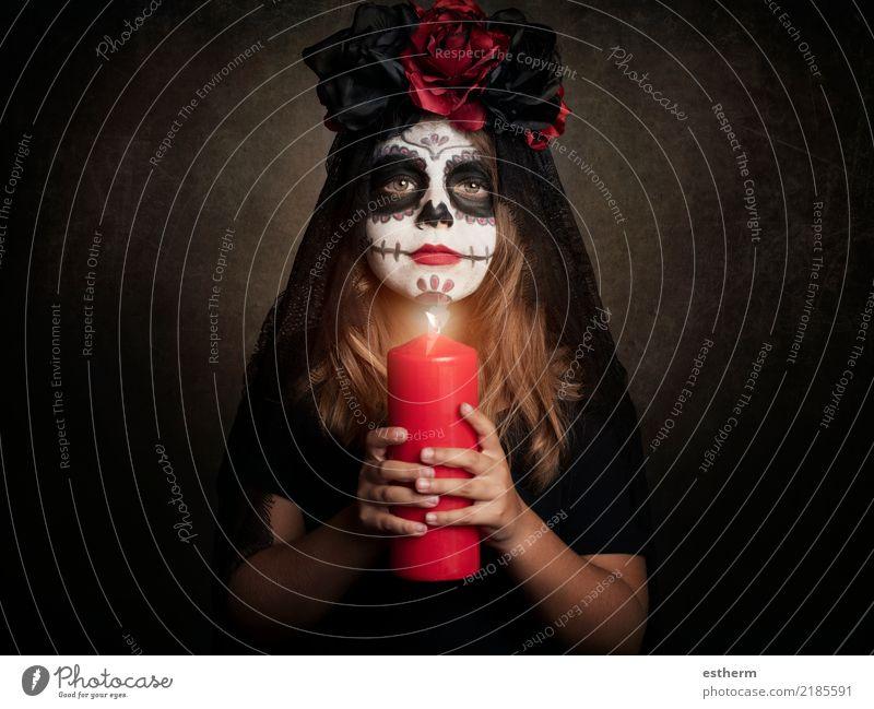 Mädchen im Halloween-Kostüm Kind Mensch Ferien & Urlaub & Reisen dunkel Religion & Glaube Gefühle feminin Bewegung klein Feste & Feiern Angst träumen Kindheit