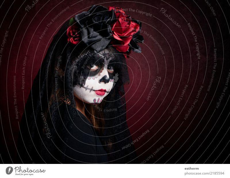 Mädchen im Halloween-Kostüm Kind Mensch Ferien & Urlaub & Reisen Einsamkeit dunkel Religion & Glaube Lifestyle Gefühle feminin Bewegung klein Party