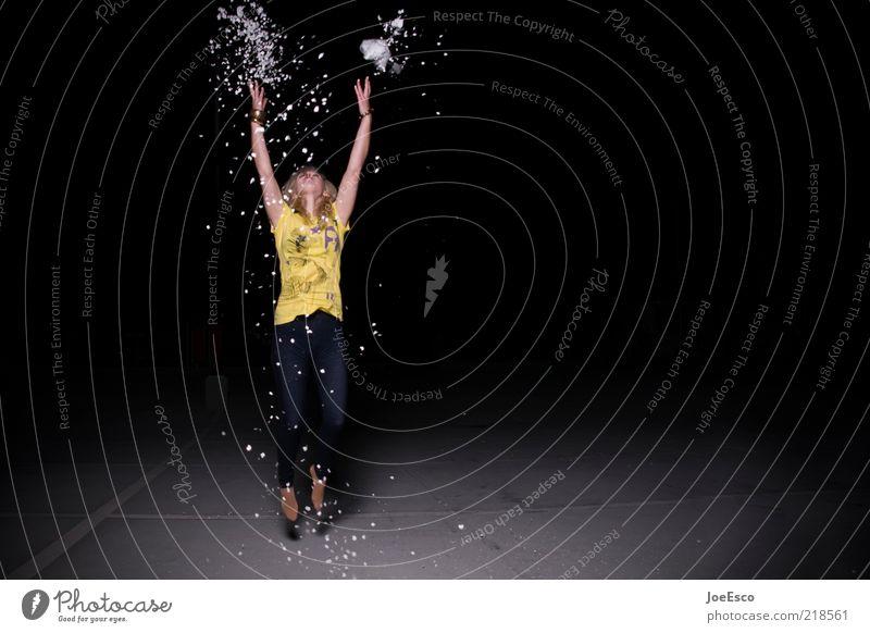 auftrieb Frau Mensch Jugendliche schön Freude Erwachsene Leben dunkel Freiheit springen Party Feste & Feiern Freizeit & Hobby blond fliegen wild