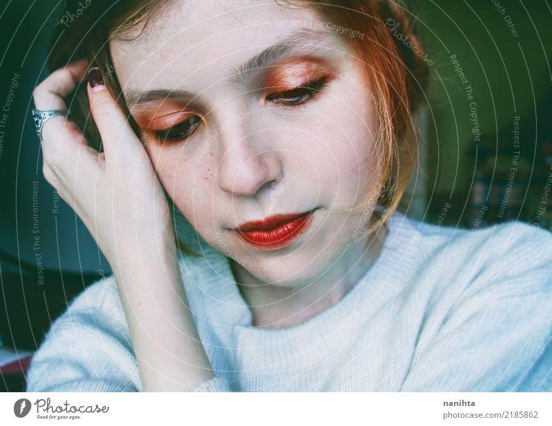 Portrait einer netten jungen Frau Lifestyle schön Gesicht Schminke Mensch feminin Junge Frau Jugendliche 1 18-30 Jahre Erwachsene Pullover Ring rothaarig