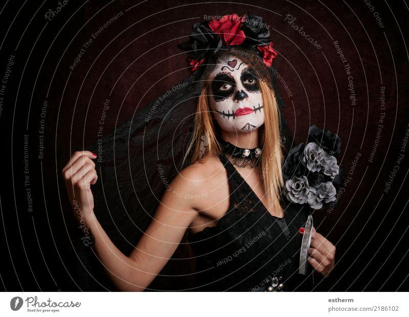 junge Frau im Halloween-Kostüm Mensch Ferien & Urlaub & Reisen Jugendliche Junge Frau schön Einsamkeit dunkel Erwachsene Religion & Glaube Lifestyle Gefühle