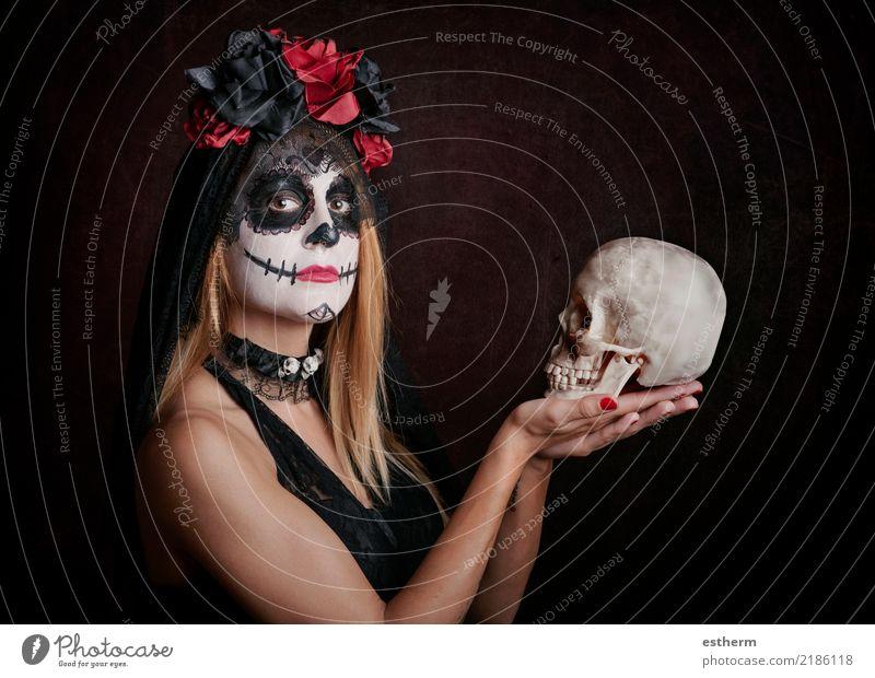 junge Frau im Halloween-Kostüm Mensch Ferien & Urlaub & Reisen Jugendliche Junge Frau schön Einsamkeit dunkel Erwachsene Religion & Glaube Lifestyle feminin