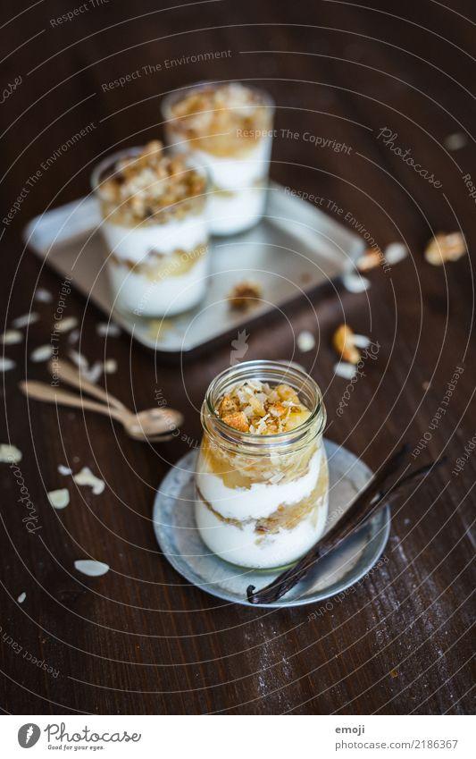 Apfel-Creme mit Crumble Dessert Süßwaren Sahne Ernährung Glas lecker süß Farbfoto Innenaufnahme Menschenleer Tag Schwache Tiefenschärfe