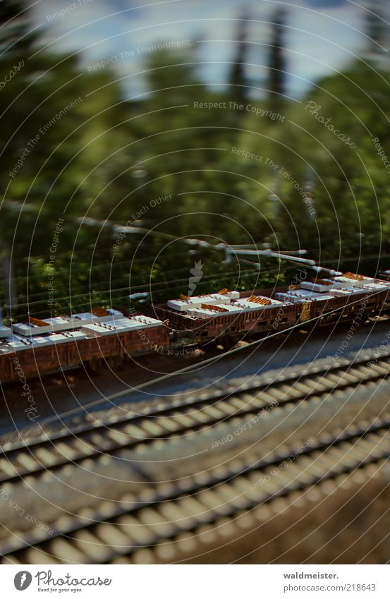 Eisenbahn grün blau braun Verkehr Eisenbahn Güterverkehr & Logistik Verkehrswege Verkehrsmittel Experiment Tilt-Shift Schienenverkehr Güterzug Modelleisenbahn Schienennetz Schienenfahrzeug