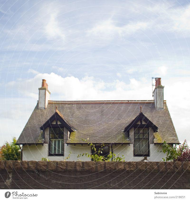 Nachbar's Cottage Himmel blau rot Wolken Haus Fenster Architektur Gebäude braun Tür ästhetisch Dach Reichtum historisch Schornstein