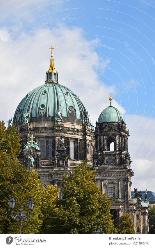 Blick auf den Berliner Dom Ferien & Urlaub & Reisen alt Sommer Stadt schön Baum Architektur Gebäude Tourismus Deutschland Ausflug Kirche Schönes Wetter