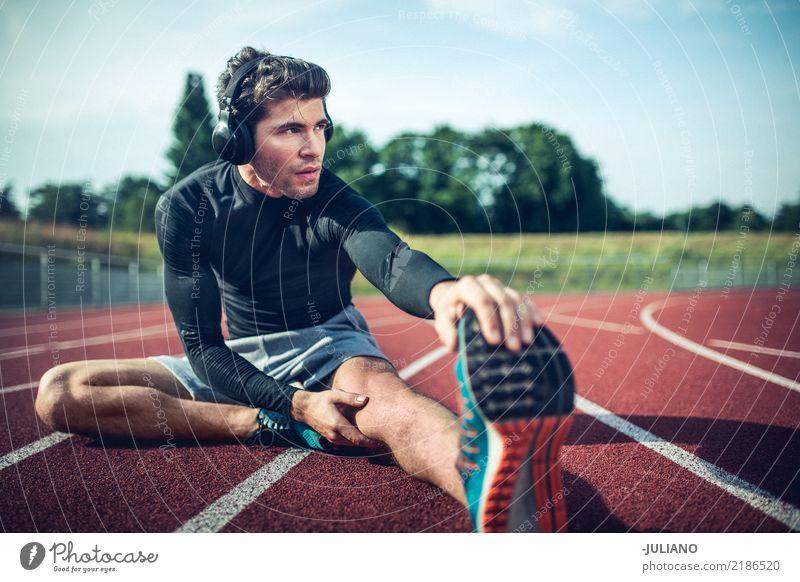 Junger Läufer dehnt vor Training aus Mensch Jugendliche Mann Erotik 18-30 Jahre Erwachsene Lifestyle Gesundheit Sport Freizeit & Hobby maskulin Ernährung