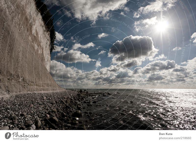 Der Boden der Tatsachen Landschaft Wasser Himmel Wolken Sonne Sonnenlicht Ostsee Insel Rügen entdecken Erholung laufen Geröll Stein Kieselsteine Kreidefelsen