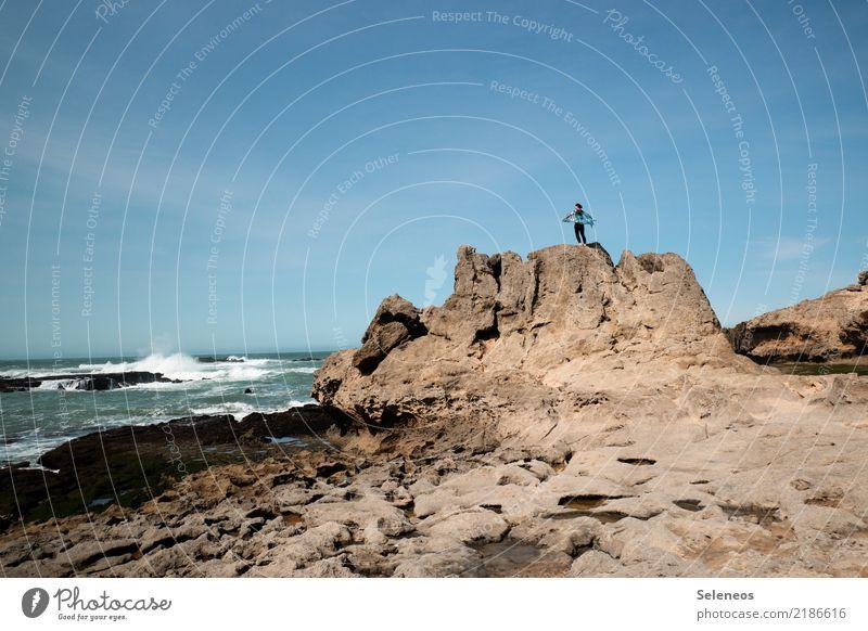 Mein Mensch Himmel Ferien & Urlaub & Reisen Sommer Landschaft Meer Ferne Strand Umwelt Küste feminin Tourismus Freiheit Felsen Ausflug Horizont