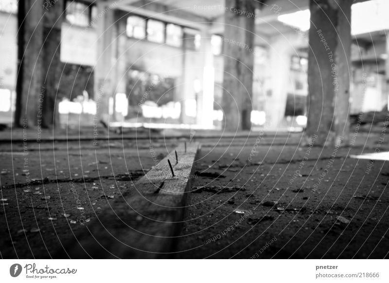 Zeit 1 Industrieanlage Fabrik Bauwerk Gebäude Architektur Mauer Wand Säule liegen alt außergewöhnlich bedrohlich dreckig dunkel hässlich kalt stachelig Gefühle