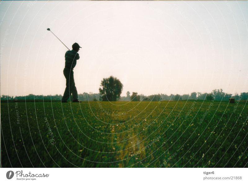 hinaus am Abend Sport Golf Golfplatz Sport-Training üben