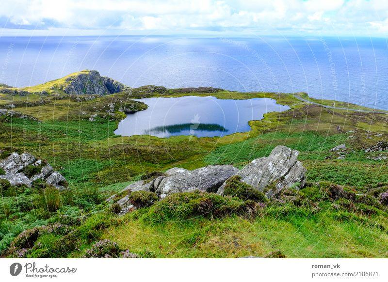 See und Meer Pflanze Klima Hügel Felsen Küste Seeufer blau grün Nordirland Teich Landschaft Schilfrohr Berge u. Gebirge Berghang ruhige See Farbfoto