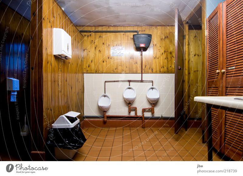 schon fast Winterschlaf Campingplatz Innenarchitektur Toilette Pissoir Holz einfach braun weiß Farbfoto Innenaufnahme Menschenleer Kunstlicht Langzeitbelichtung