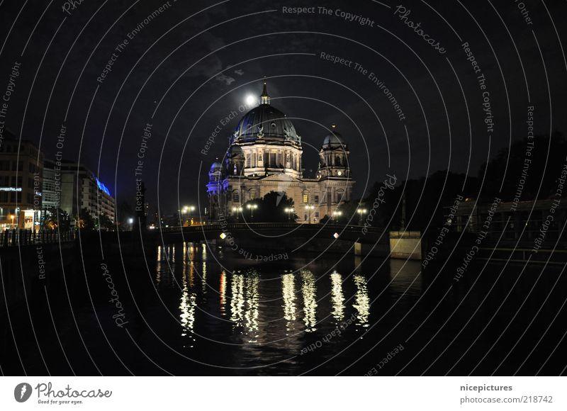 Berliner Dom Wasser schwarz dunkel Gebäude ästhetisch Fluss authentisch Nachthimmel Denkmal Mond Bauwerk Schönes Wetter Dom Berlin-Mitte Berlin Illumination