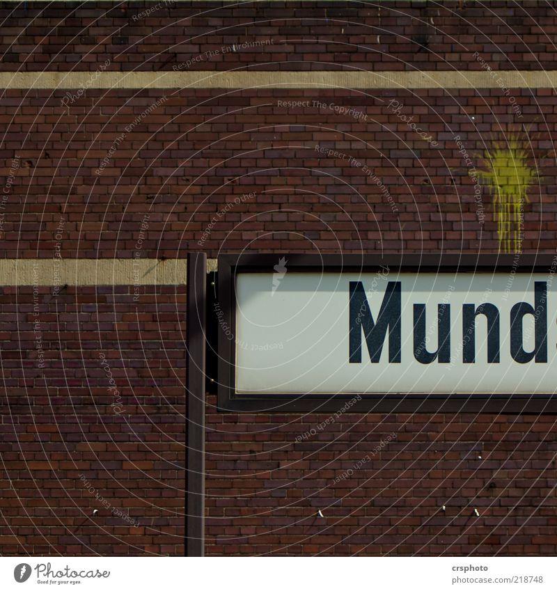 ... halten! gelb Wand Mauer Gebäude Stein Metall braun Schilder & Markierungen Mund Bauwerk trashig Stadtteil Text Backsteinwand Brandmauer Buchstaben