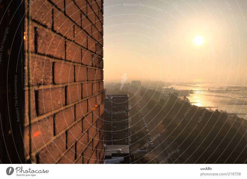 Morgenlicht Wasser Himmel Sonne ruhig Straße Herbst Wand Mauer Landschaft Luft Horizont Fassade Seeufer Schönes Wetter Flussufer Stadtrand