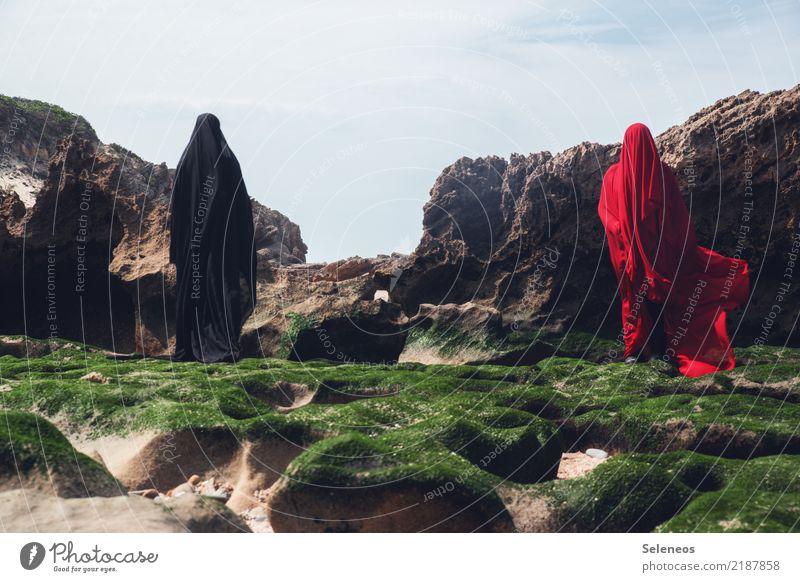 . Mensch 2 Umwelt Natur Moosteppich Küste Meer Stoff gruselig Farbfoto Außenaufnahme Ganzkörperaufnahme